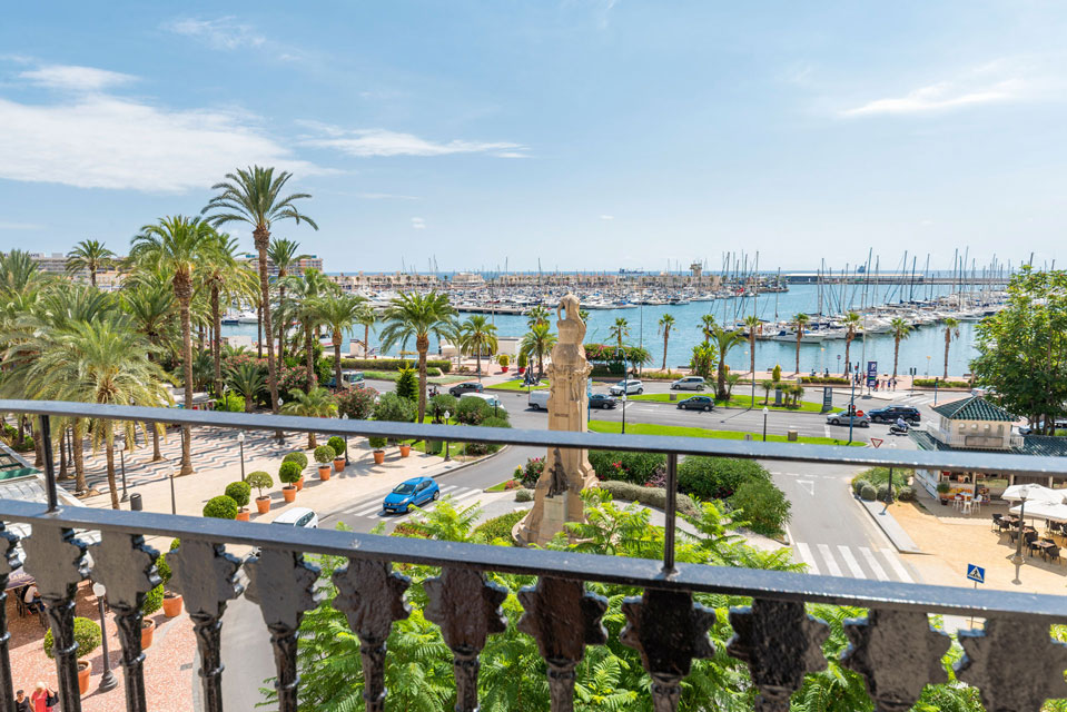 Views of Alicante´s port from the room Joaquín